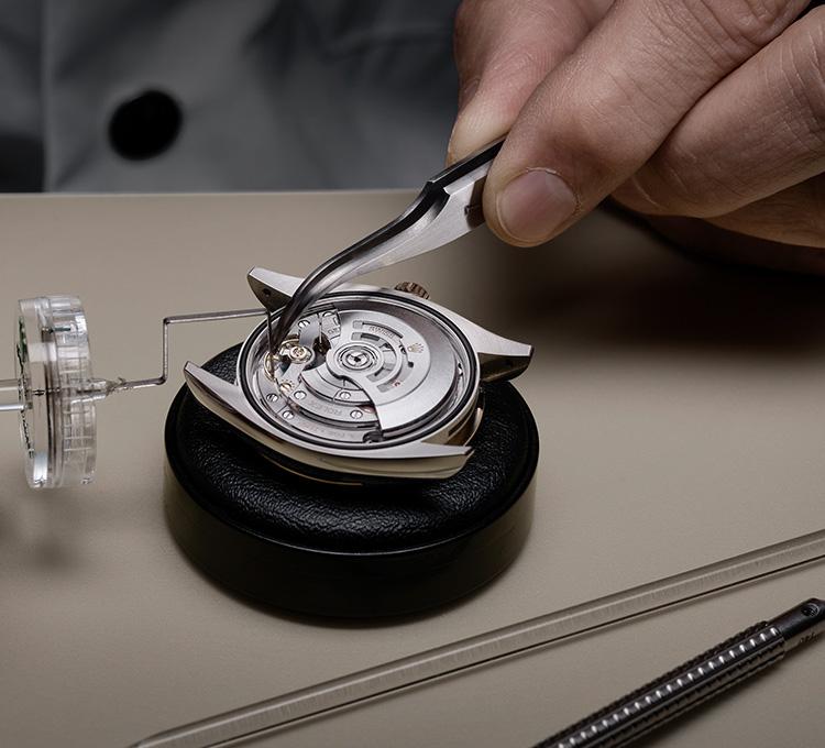 rolex-servicing-procedure-precision-test_portrait